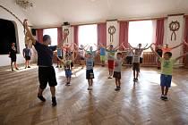 Škola lidových tanců (kurz verbuňku ) v kulturním zařízení Na pálenici v Kunovicích.