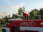 V rámci projektu Oranžového roku 2017 uspořádali dobrovolní hasiči ve spolupráci s obcí Číčenice posezení s hasiči.