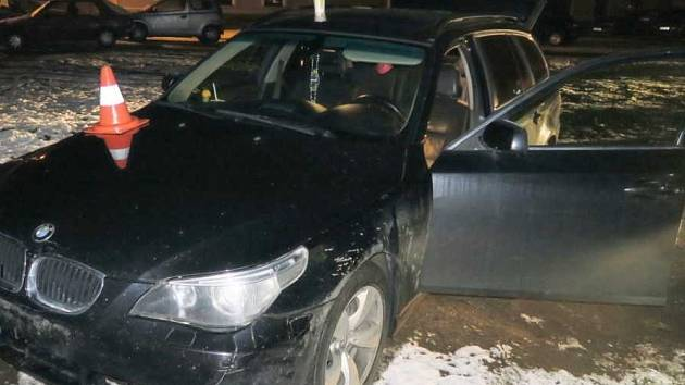 Řidič na Strakonicku ujížděl policejní hlídce. Měl zákaz řízení a v autě drogy.