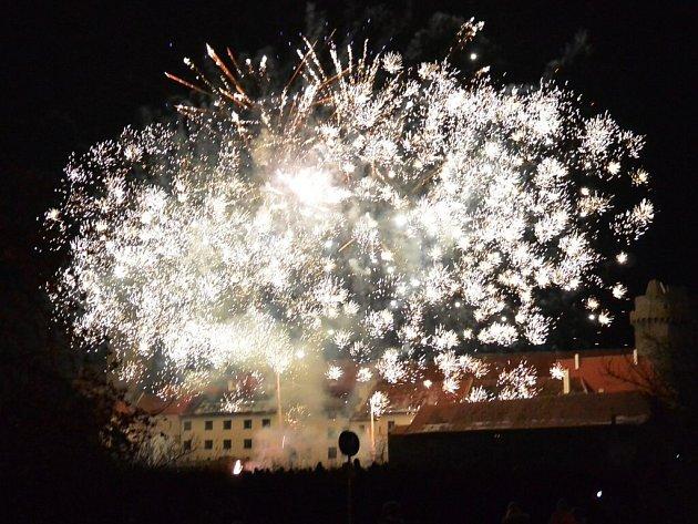 Světelná show nad strakonickým hradem.