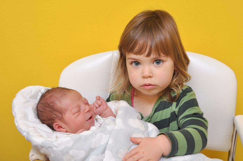 Vítek Otruba z Katovic. Víteček se narodil 3. 12. 2019 v 5.01 hodin a jeho porodní váha byla 3 530 gramů. Malého bratříčka doma netrpělivě očekávala dvouletá Šárka.