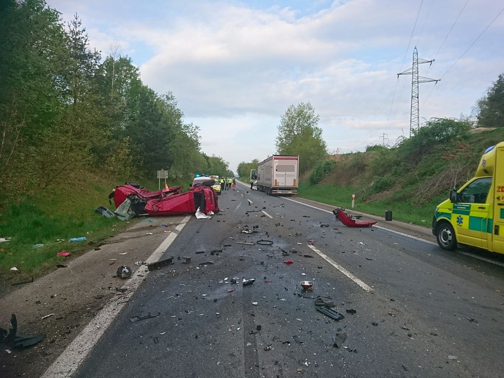 Vážná dopravní nehoda u Vodňan na několik hodin zcela uzavřela hlavní silnici.