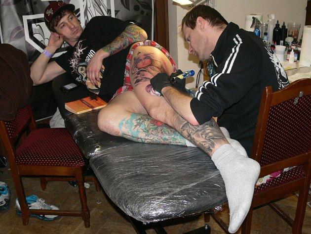 Tetovací show ve Strakonicích.