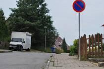 Zákaz stání v ulici Ptákovická.