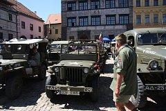 Ukázka historické vojenské techniky, která přijela na prachatické Velké náměstí.