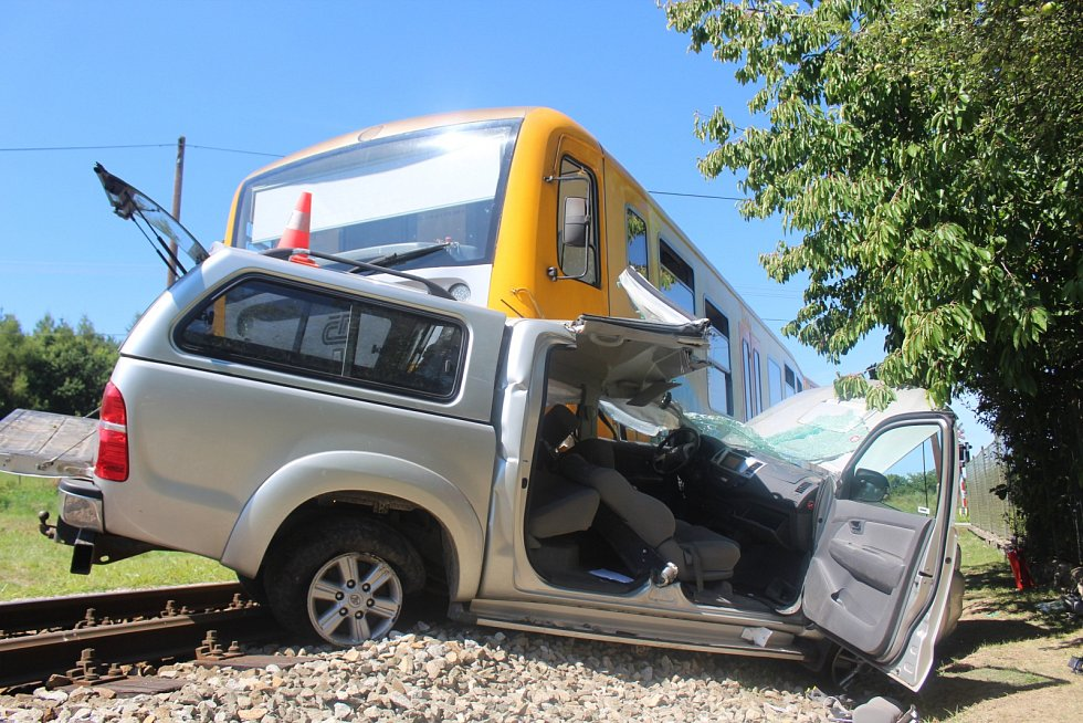 Na přejezdu v Mačkově došlo k nehodě vlaku a osobního automobilu.