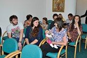 V obřadní síni strakonické radnice přivítal ve čtvrtek 3. května starosta města Břetislav Hrdlička dvacet sedm nových občánků.