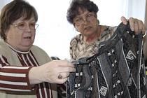 Burza oblečení a hraček se koná do soboty v Sedlici na Strakonicku (snímek je z podobné akce v klubovně Sdružení zdravotně postižených ve Strakonicích).