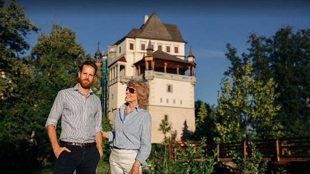 Majitelé zámku Blatná Jana Germenis-Hildprandt a Stephanos Germenis-Hildprandt.