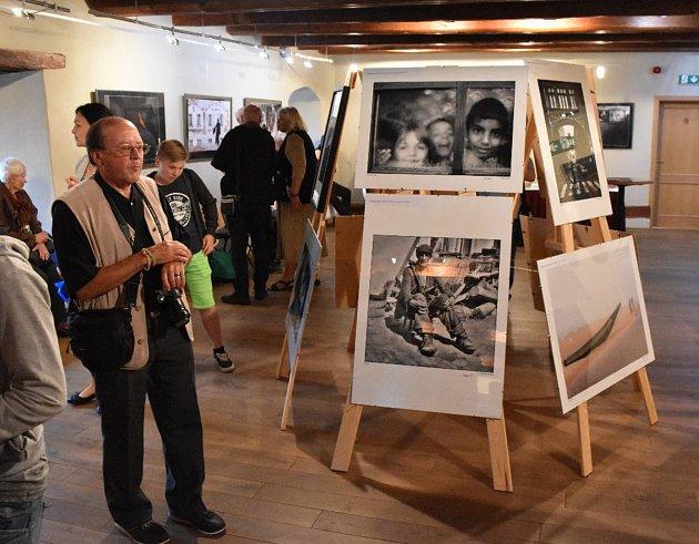 Výstava fotografií Petra Strbačky trvá v Maltézském sále do 24. června.