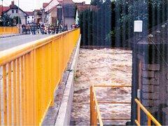 Momentka z povodní v roce 2002 v Katovicích.