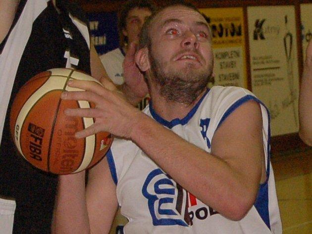 Basketbalisté Strakonic budou chtít Mostu i Karlovým Varům vrátit porážky z prvních vzájemných zápasů. Jan Kraml (na snímku) nastřílel zmiňovaným soupeřům dohromady 15 bodů.