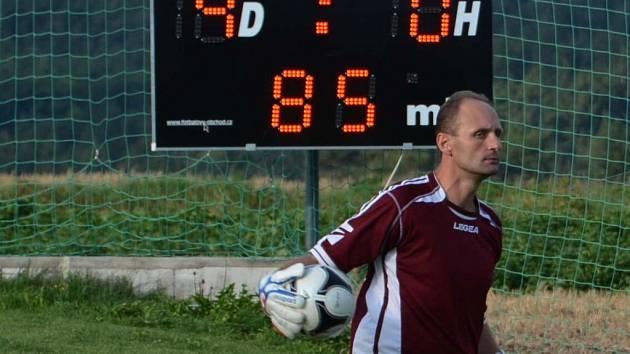 Proti Oseku vypomohl Katovicím brankář Radek Charvát. Inkasoval pět gólů.