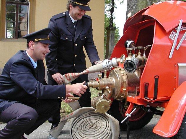 Dobrovolní hasiči ze Sedla křtili stříkačku z roku 1936