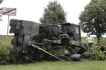 Pětatřicetiletý řidič tatry sjel po smyku v pondělí kolem 15.3O hodin před Novým Dražejovem do protějšího příkopu.