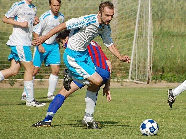 Útočník Oseku Tomáš Herzig nastřílel do sítě Čtyř Dvorů za první poločas pět gólů.