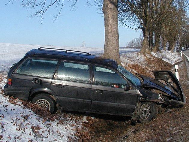 Řidič nepřizpůsobil rychlost.