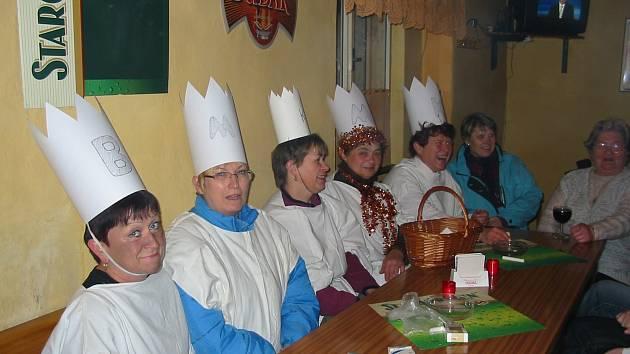Ženy z Lažánek v převlecích za Tří krále.