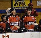 Strakoničtí hokejisté slaví další výhru.