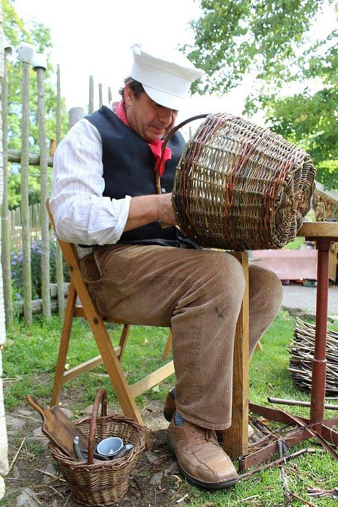 Vodní mlýn v Hoslovicích opět roztočil své kolo, lidé se mohli přijít podívat na ukázky řemesel.