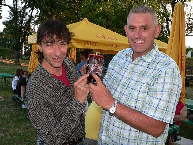 Petr Kollros dostal od známého herce a moderátora Zdeňka Podhůrského jako dárek domácí marmeládu.