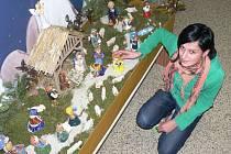Betlém s keramickými figurkami zdobí chodbu Dětského domova ve Volyni.