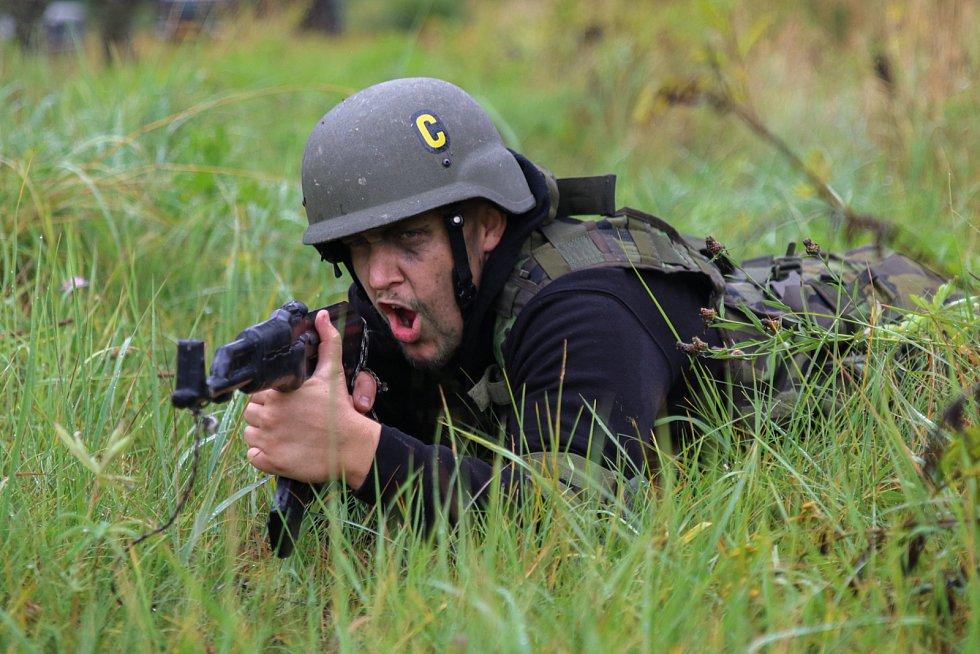 """""""Vojákem na zkoušku"""" aneb 25 hodin s 25. protiletadlovým raketovým plukem. Civilisté strávili 25 hodin v armádě."""
