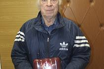 Výhru Marie Mikulové za 6. kolo TIP Ligy na Strakonicku převzal Pavel Mikula.