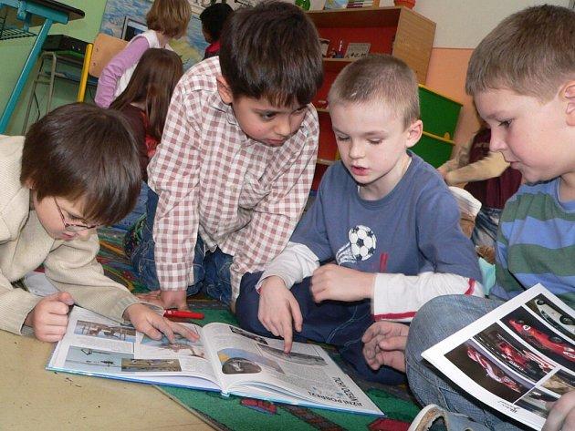 V první třídě Základní školy Povážská jsou letos čtyři nadané děti z osmnácti. U druháků je to pět dětí z šestnácti. Kolik nadaných prvňáčků přijde napřesrok, bude jasné až po zápisu. Ten připadá na dny 14. a 15. února
