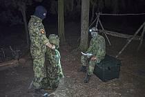 Vojáci se učí přežít na nepřátelském území.