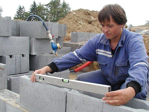 Prvním stavebníkem na novém sídlišti Na Vráži je Zdeněk Chochol.