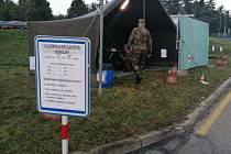 Volební místo drive-in ve Strakonicích krátce po sedmé hodině ranní.