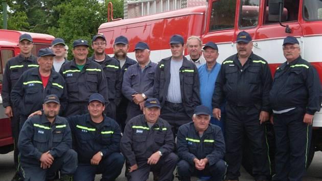 Dobrovolní hasiči z Pražáku.