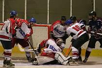 Hokejisté Strakonic hráli doma s Hlubokou nad Vltavou 5:5 a poté prohráli na nájezdy.
