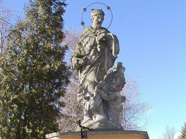 Pískovcová socha sv. Jana Nepomuckého v Chelčicích.