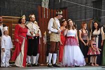 Mirotický divadelní spolek I TOTO! uvedl v pátek 19. července na II. hradním nádvoří ve Strakonicích divadelní představení Popelka.