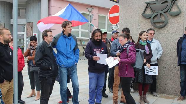 Demonstrace se 13. května zúčastnilo kolem 70 lidí.