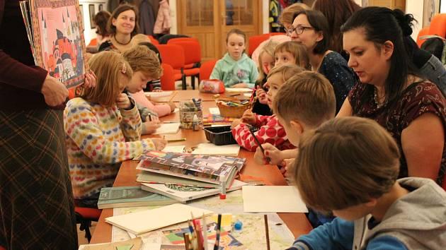 Dny poezie a mluveného slova přinesly do Strakonic mnoho zajímavých akcí. Návštěvníci mohli zavítat například na zážitkové poetické semináře nebo dílny tvůrčího psaní.