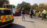 U obce Radošovice se v sobotu dopoledne srazil kamion s motorkářem.