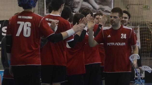 Vítězný gól Strakonic proti Čelákovicím vstřelil čtyři vteřiny před koncem Karel Šavrda (s číslem 24).