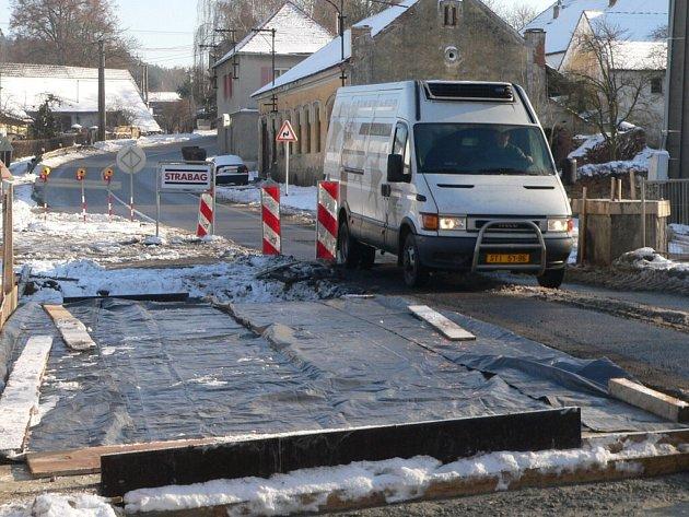 Rekonstrukce mostu v Cehnicích.