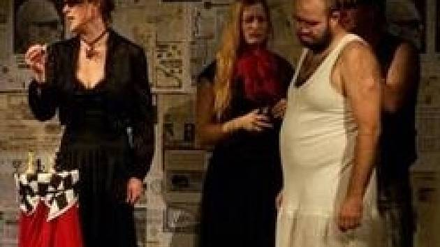 Z představení divadelního souboru Dřevomorka