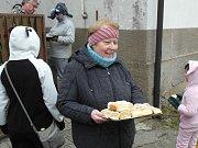 Masopustního průvod 40 masek vyšel ve 14 hodin od hospůdky U Přístavu a navštívil téměř každé obydlí v obci.