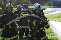 Cvičení dobrovolných hasičů ve Strakonicích.