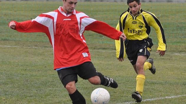 Rozdílem třídy zvítězili v okresním derby fotbalisté Oseku doma nad Blatnou (3:0).