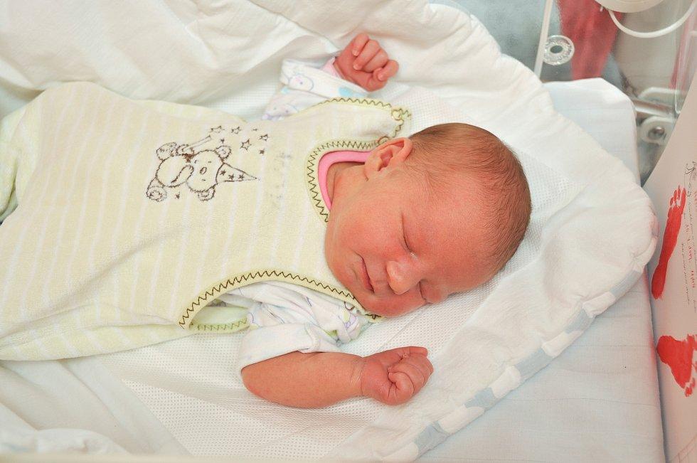 Melisa Menšíková z Čestic. Meliska se narodila 20. července 2019 v 11 hodin a 44 minut a její porodní váha byla 3 980 gramů. Na sestřičku již doma netrpělivě čekali bráškové Sebastian (5) a Samuel (2). foto Ivana Řandová