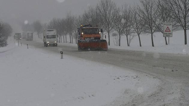 Špatně sjízdné silnice na Podsrpu u Strakonic.