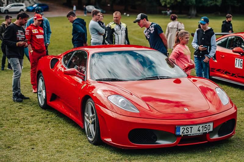 Luxusní vozy obdivovaly v Blatné téměř dvě tisícovky diváků.