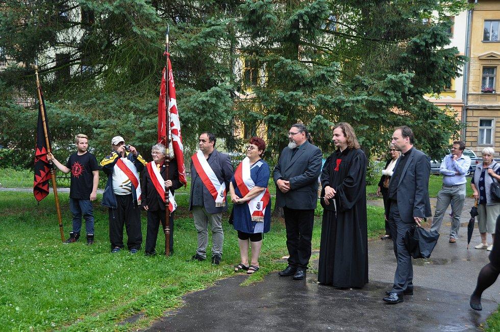 V pátek 6.července se sešli lidé a zástupci tří církví ve Strakonicích v Rennerových sadech, aby společně uctili památku mistra Jana Husa, který byl upálen před 603 lety.