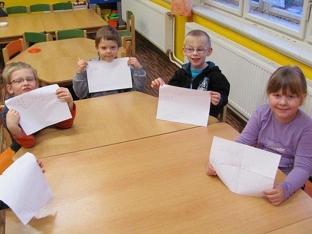 Děti z Mateřské školy v Drahonicích bez problémů zvládly základní úkoly, které je pravděpodobně čakají u zápisu do první třídy.